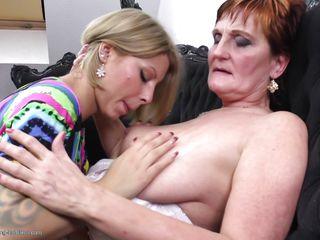 Порно фото зрелых в нижнем белье