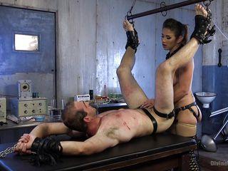 Порно раб трахает госпожу