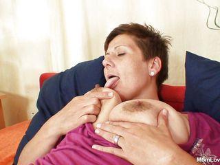 Порно зрелые мамы в нижнем белье