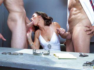 Секс втроем жесткое порно