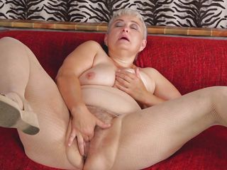 Порно бабушка дрочит