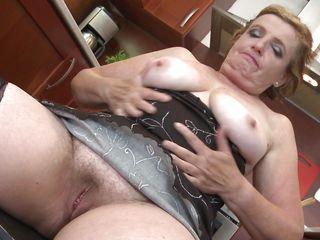 Порно фото в возрасте волосатых