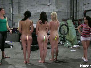Красивые голые девушки с большой попой