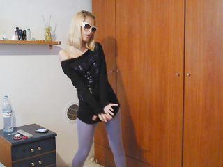 Три негра наказывают блондинку