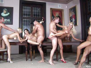 Жена на вечеринке секс