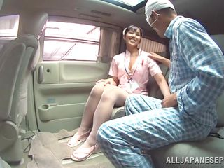 Порно медсестра осматривает