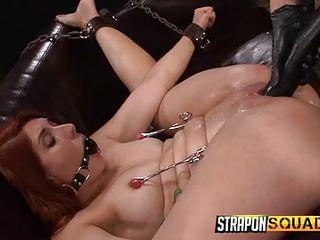 Двойной страпон порно онлайн