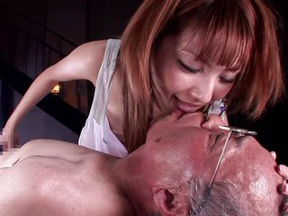 Русская жена снимает домашнее порно