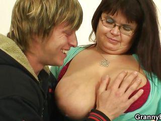 Порно видео мама увидела как сын дрочит
