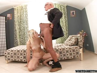 Муж снял жену при ебле