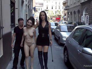 Секс госпожа писает в рот рабу видео