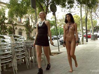 жесткое публичное порно унижение