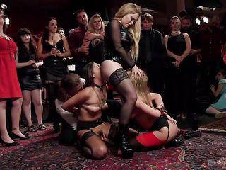 Порно групповуха жесткое бдсм