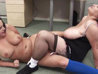 Двойное порно нейлон