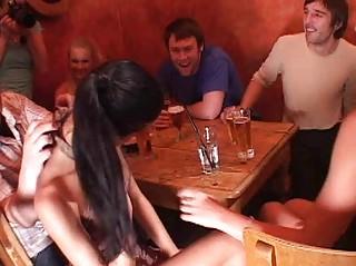 Порка голых девушек