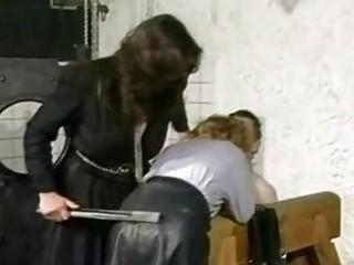 Порно с секретаршами в кожаной юбке