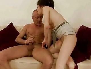 Порно начальница транса ебет секретаршу