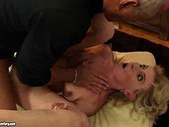 Сняли зрелую даму порно