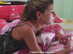 Секс с домохозяйкой на кухне