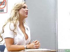 Русское порно на улице в машине