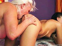 Бесплатно смотреть порно худые старушки