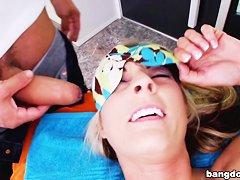 Смотреть видео массаж пениса