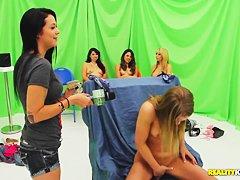 Порно ролики первый раз в рот