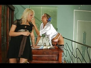 Порно зрелых дам с парнями