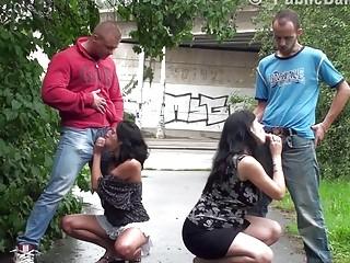 Порно пьяных девушки на улице
